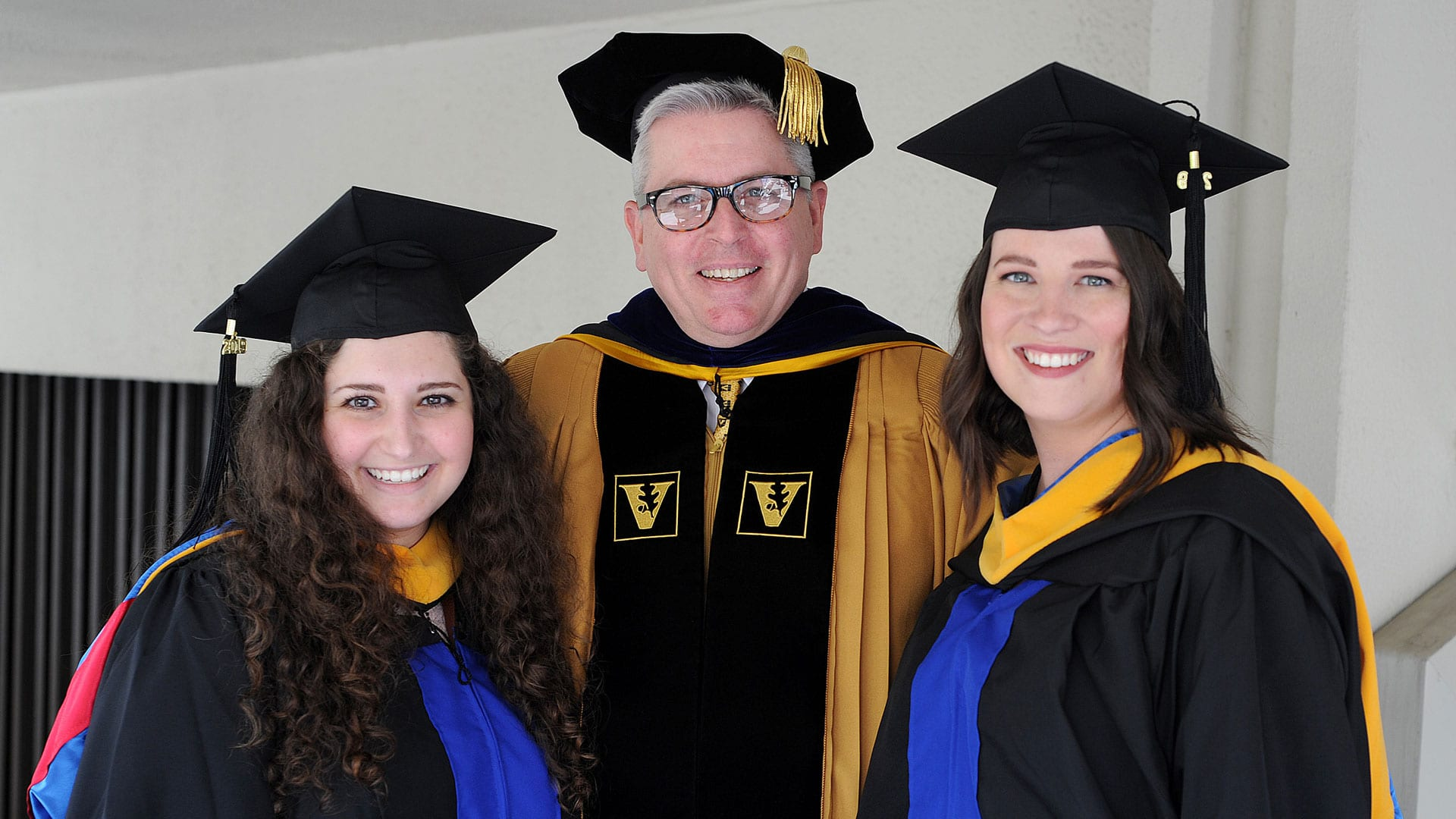 Graduate students pose with Dr. Boyles at 2019 Commencement